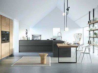 Кухня без верхнего яруса: насколько это удобно?