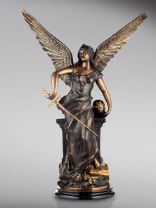 Итальянская бронзовая статуя Victory with helmet фабрики Fonderia Artistica Ruocco