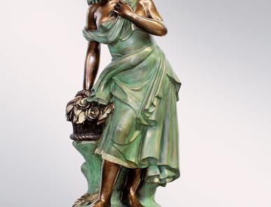 Итальянская бронзовая статуя Gipsy with flowers фабрики Fonderia Artistica Ruocco
