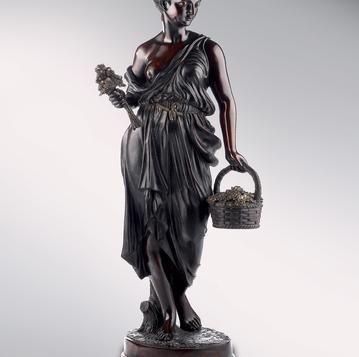 Итальянская бронзовая статуя Damsel with flowers фабрики Fonderia Artistica Ruocco