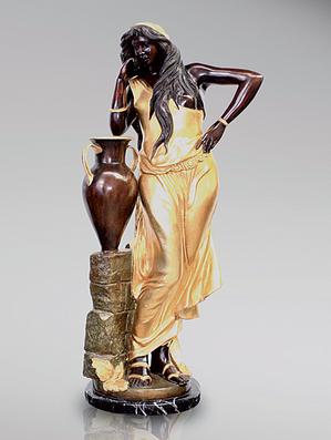 Итальянская бронзовая статуя Rebecca with amphora I фабрики Fonderia Artistica Ruocco