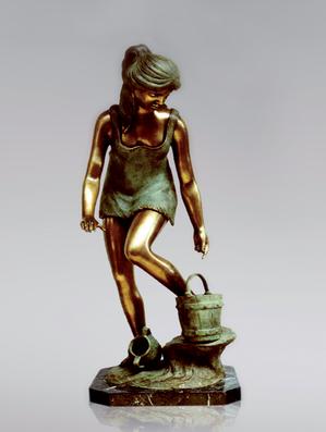 Итальянская бронзовая статуя Rebecca at the source фабрики Fonderia Artistica Ruocco