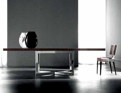 Итальянский стол Eclipse фабрики Costantini Pietro