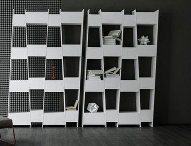 Итальянский книжный шкаф Tilt фабрики Bonaldo