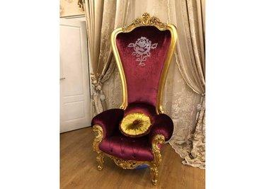 В шоу-руме: итальянское кресло TRONE фабрики TINO CASPANI