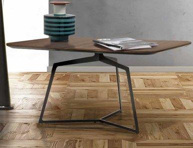Итальянский столик V162 фабрики ASTON MARTIN