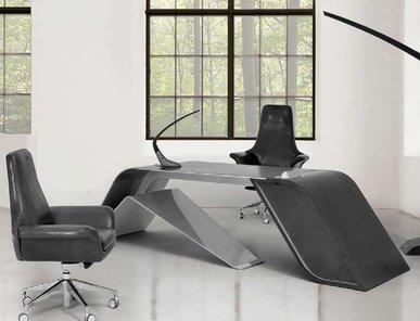 Итальянский письменный стол V004/A фабрики ASTON MARTIN