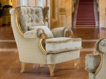 Итальянское кресло REALE ROYAL фабрики EGIDIO LUNARDELLI