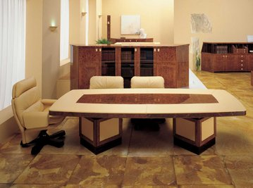 Итальянский стол для переговоров SATURNO фабрики R.A. MOBILI S.P.A.