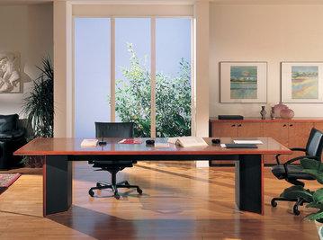 Итальянский стол для переговоров ARCADIA фабрики R.A. MOBILI S.P.A.