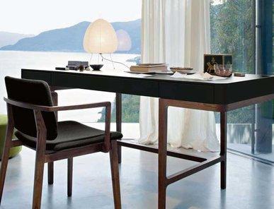 Итальянский стол Victor фабрики Lema