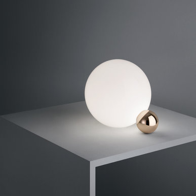 Итальянская настольная лампа COPYCAT фабрики FLOS