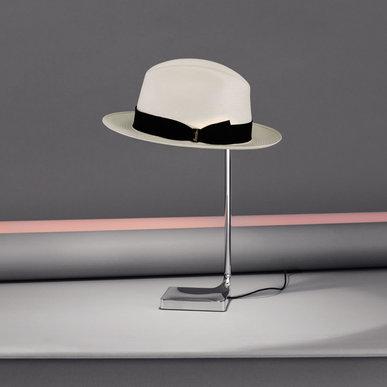 Итальянская настольная лампа CHAPO фабрики FLOS