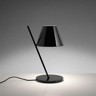 Итальянская настольная лампа La Petite Black фабрики ARTEMIDE