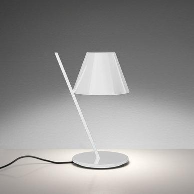 Итальянская настольная лампа La Petite White фабрики ARTEMIDE