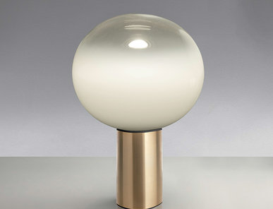 Итальянская настольная лампа Laguna 16 Satin Brass фабрики ARTEMIDE