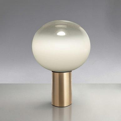 Итальянская настольная лампа Laguna 26 Satin Brass фабрики ARTEMIDE