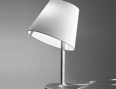 Итальянская настольная лампа Melampo night Grey фабрики ARTEMIDE
