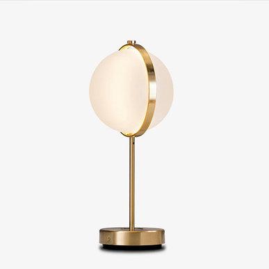Итальянская настольная лампа Orion M от студии дизайна Baroncelli