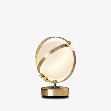 Итальянская настольная лампа Vega S от студии дизайна Baroncelli