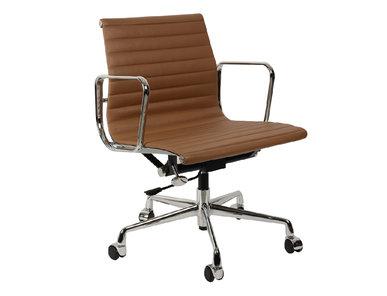 Кресло Eames Style Ribbed Office Chair EA 117 коричневая кожа от дизайнера CHARLES & RAY EAMES