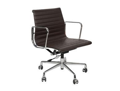 Кресло Eames Style Ribbed Office Chair EA 117 кофейная кожа от дизайнера CHARLES & RAY EAMES