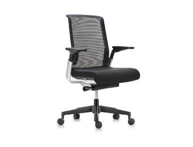 Офисное эргономичное кресло MATCH черная сетка от студии дизайна BARTOLI DESIGN