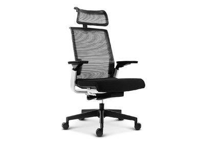 Эргономичное кресло MATCH черная сетка c подголовником от студии дизайна BARTOLI DESIGN