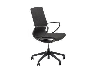 Кресло для сотрудников Marics черная сетка от дизайнерской студии Profoffice
