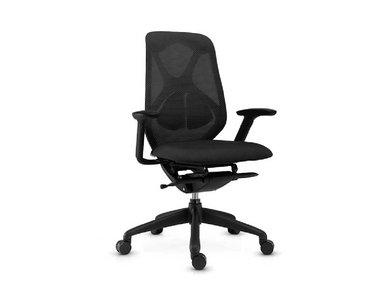 Эргономическое офисное кресло Suit черное от дизайнерской студии Profoffice