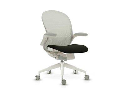 Эргономичное офисное кресло Follow серое от дизайнерской студии Profoffice