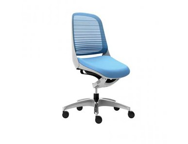 Офисное кресло Okamura Luce, белое основание, без подлокотинков фабрики Okamura