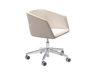 Кресло MEG на колесиках фабрики Narbutas