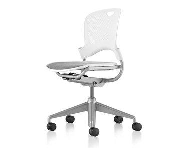 Кресло для сотрудников CAPER фабрики Herman Miller