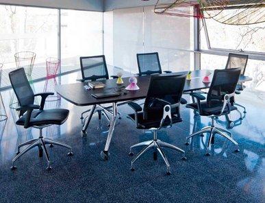 Итальянский стол для переговоров MASTERMIND фабрики CUF Milano
