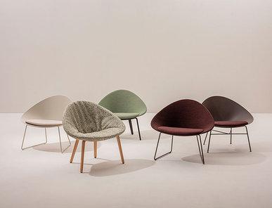 Итальянское кресло Adell 4 wood legs фабрики ARPER