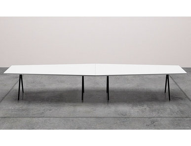 Итальянский стол Meety Trapezoidal фабрики ARPER
