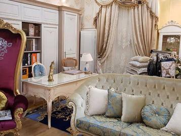 В салоне: итальянский диван фабрики CARLO ASNAGHI