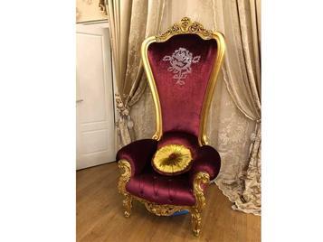 В салоне: итальянское кресло TRONE фабрики TINO CASPANI