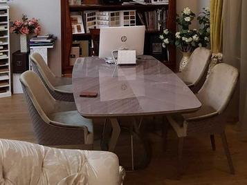 В шоу-руме: стол и кресла фабрики ALF