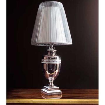Итальянская настольная лампа L17 фабрики REDECO