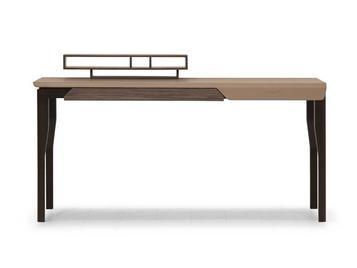 Итальянский письменный стол V140 фабрики ASTON MARTIN
